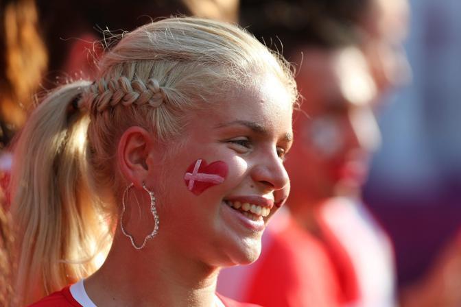 Una tifosa danese allo stadio di Karkhiv (Epa/Parnaby)