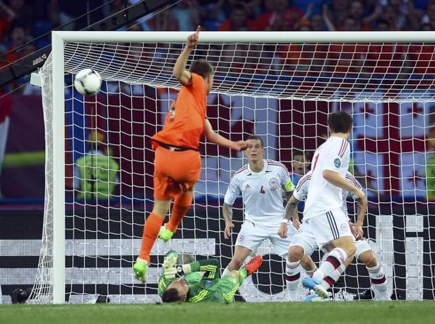 Olanda-Danimarca, nell'assalto finale Jan Klaas Huntelaar e Afellay sprecano un'occasione clamorosa (Reuters/Ordonez)