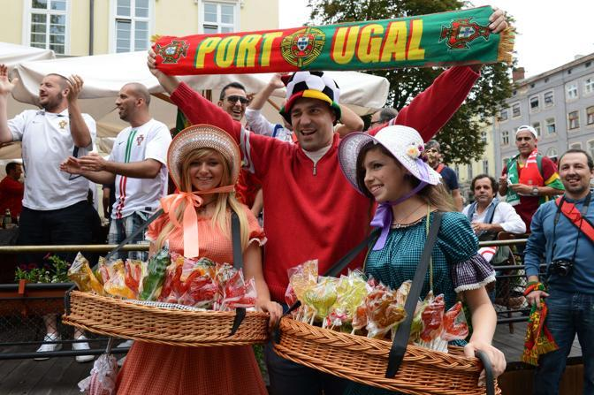 Germania-Portogallo, intanto a Lviv i tifosi lusitani fanno festa in citt (Afp/Poujoulat)