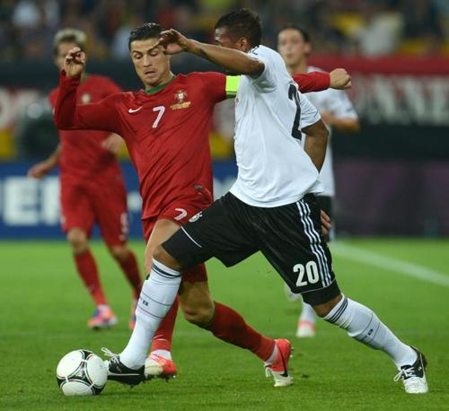 Germania-Portogallo, Jerome Boateng, in primo piano, e Cristiano Ronaldo (Afp/Stollarz)