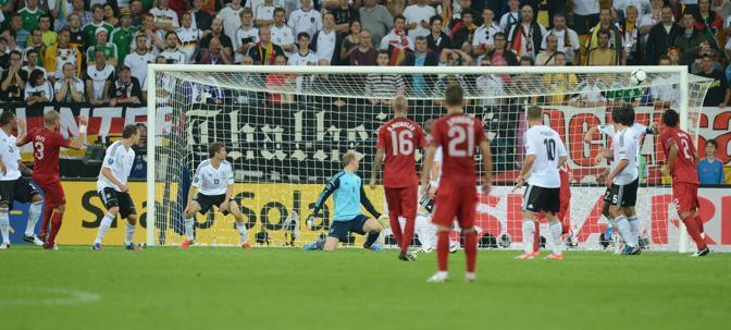 Germania-Portogallo, ma il pallone calciato da Pepesi stampa sulla traversa (Photoviews/Lingria)