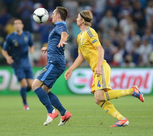 Tymoshchuk e Ribery in azione (Afp/Hertzog)