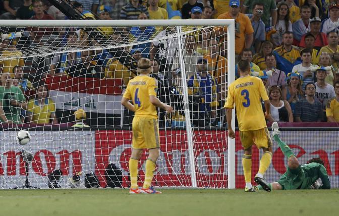 La rete si gonfia con la palla dell'1-0 della Francia (Reuters/Platiau)