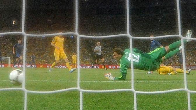 Il gol visto da un'altra angolazione. Cabaye, poco dopo, colpirà anche un palo (Afp/Fife)