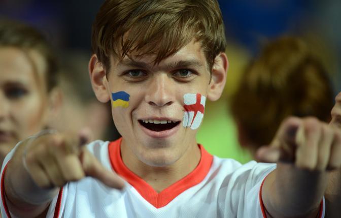 Un tifoso alla partita Svezia contro Inghilterra allo Stadio di Kiev (Afp)
