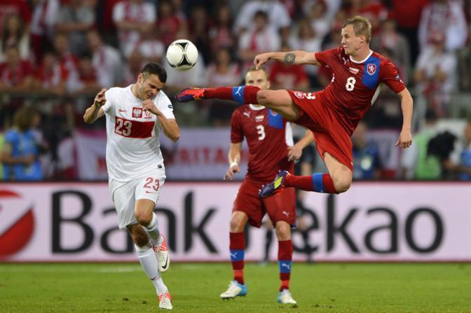 REPUBBLICA CECA-POLONIA 1-0 - L'entrata pericolosa del ceco Limbersky su Brozek (Afp/Coffrini)