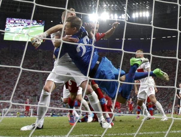 REPUBBLICA CECA-POLONIA 1-0 (Reuters/Ebenbichler)