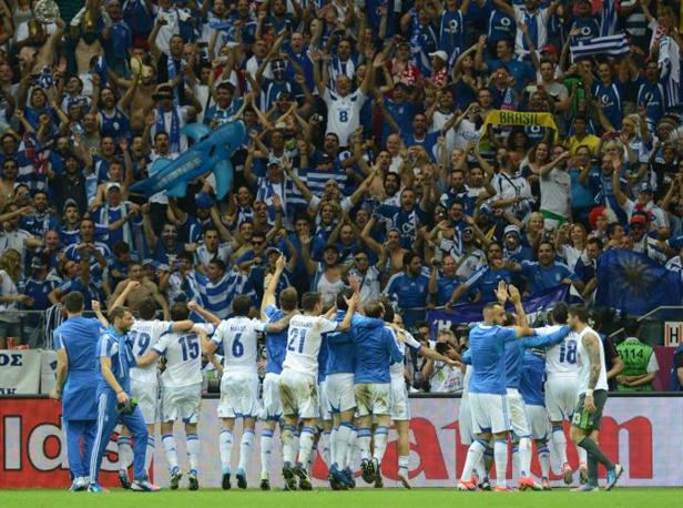 GRECIA-RUSSIA 1-0 - LA festa dei greci a fine partita (Afp/Stache)