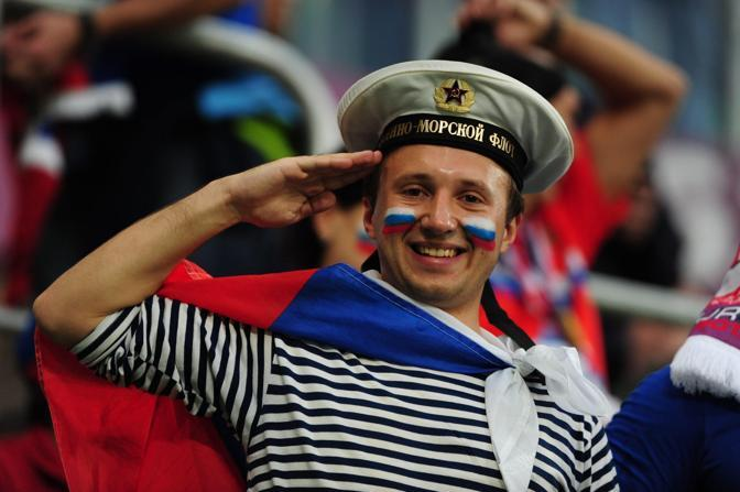 Il saluto del marinaio russo (Epa)