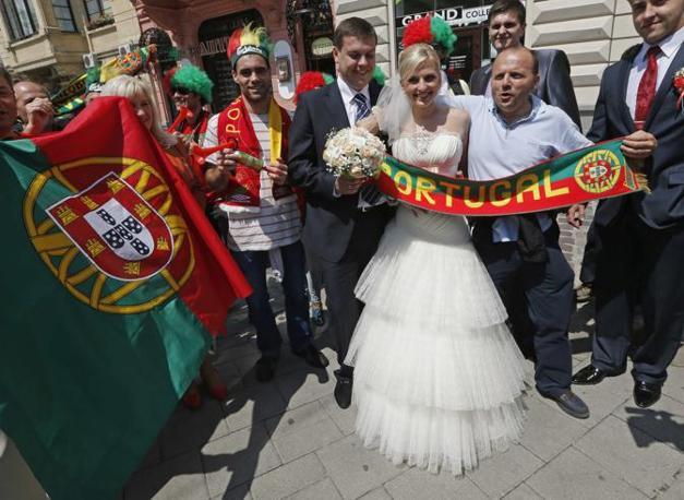 Felici e contenti tra i tifosi portoghesi (Reuters)