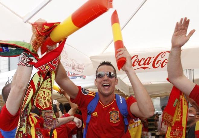 Europei 2012. I tifosi spagnoli prima della partita contro l' Italia (Reuters)