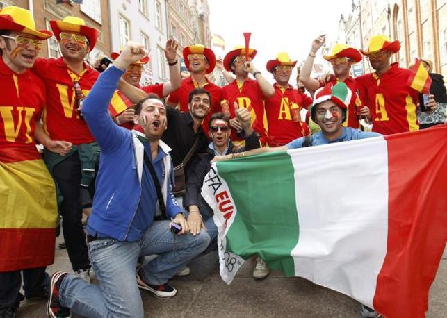Spagnoli e italiani insieme (Reuters)