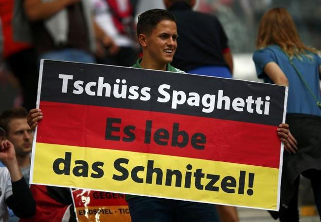 E la pronta risposta: «Ciao Spaghetti, lunga vita alla cotoletta!» (Reuters/Pfaffenbach)