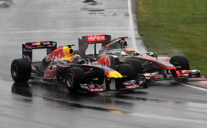 Mark Webber e Lewis Hamilton (AP)