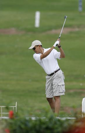 Tre scatti per giudicare lo swing del presidente Usa Barak Obama. L'analisi è di Carlo Alberto Acutis, masetro federale e direttore della Blueteam Golf Academy.