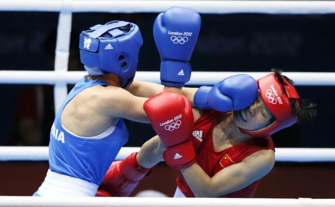 Incontro di Boxe tra la russa Savelyeva contro la cinese Ren (Epa/Sabangan)