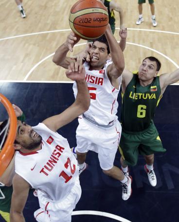 Un momento di Lituania-Tunisia finita 76 a 63, con la Lituania che passa ai quarti