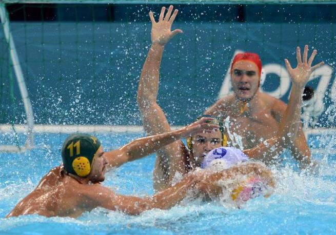 Un momento della sfida di pallanuoto Grecia-Australia