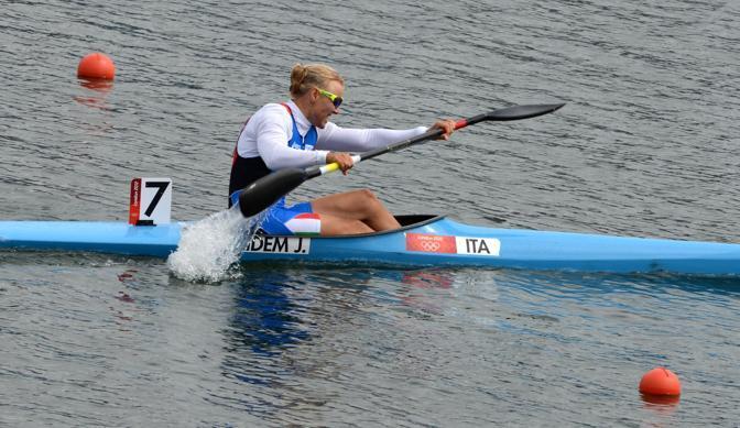 Immortale Josefa Idem: la tedesca naturalizzata italiana, alla sua settima olimpiade e all'alba dei 48 anni, si è classificata prima  nelle qualificazioni del kayak 500 metri (Afp)