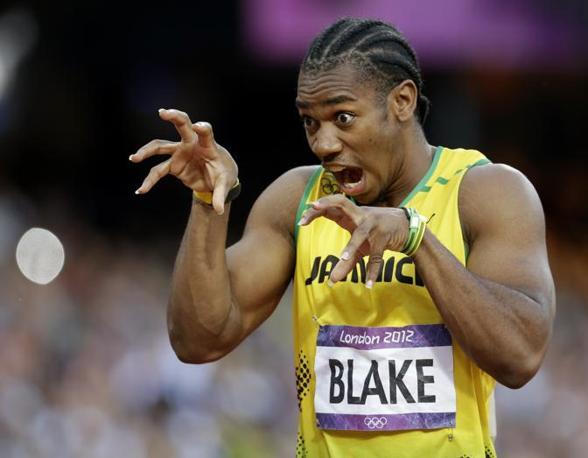 Yohan Blake, l'altro giamaicano della velocità insieme a Usain Bolt, gesticola prima della partenza delle semifinali dei 200 metri. Passerà in scioltezza, con un tempo migliore del connazionale, 20.01 (Ap)