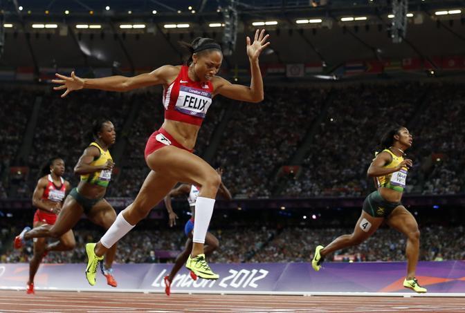 L'americana Allyson Felix spinge il cuore oltre l'ostacolo  e vince i 200 metri, la seconda gara regina delle Olimpiadi dopo i 100 (Ap)