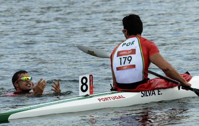 Prima medaglia anche per il Portogallo, nella canoa 1000 metri di coppia: e Fernando Pimenta, a sinistra, festeggia in acqua (Afp)