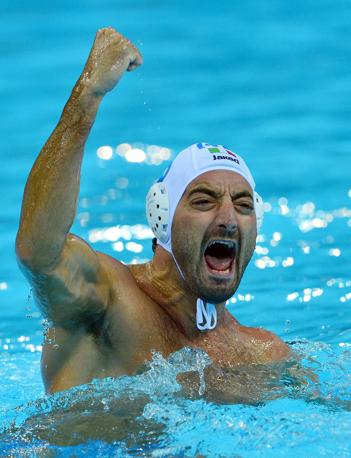 La gioia di Maurizio Felugo, dopo il gol all'Ungheria: vincendo contro i Magiari, il Settebello si è qualificato per la semifinale contro la Serbia (Afp)