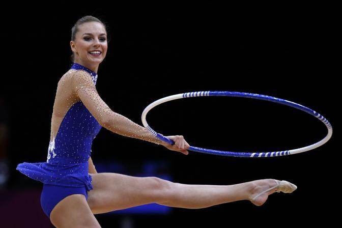 L'esibizione della polacca Mitrosz nella ginnastica ritmica individual, finale all around (Afp)