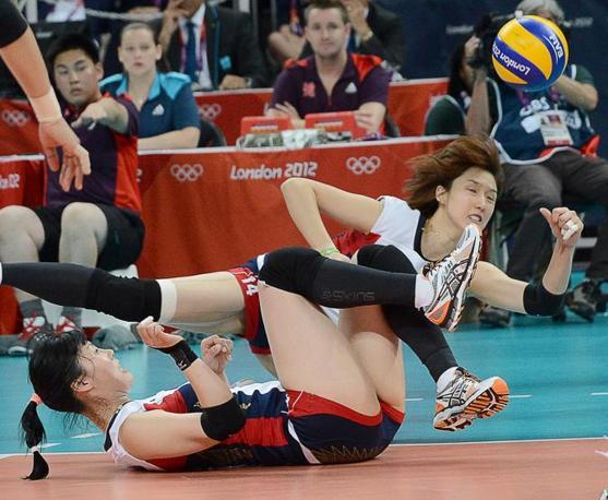 Una fase di gioco di Giappone Sud Corea, finale per il terzo e quarto posto di volley femminile di Londra 2012 (Afp)