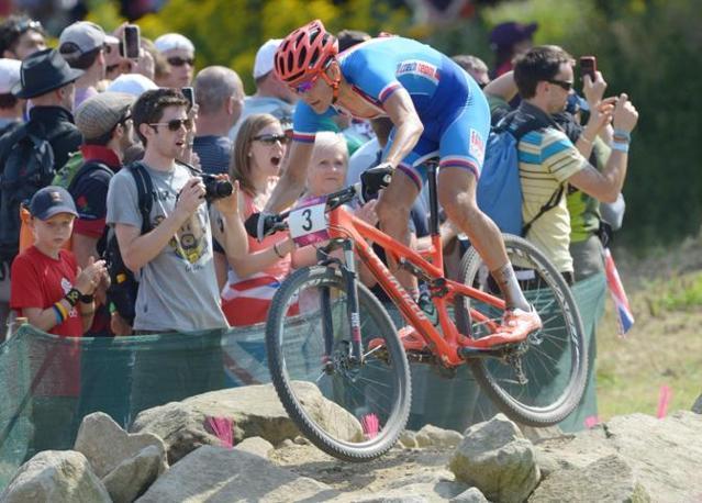 Il ceco Kulhavy vincitore della medaglia d'oro nella mountain bike (Epa)