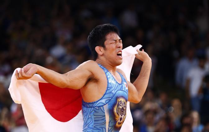 Il giapponese Yonemitsu vincitore della medaglia d'oro nella categoria 66kg del wrestling (Reuters)