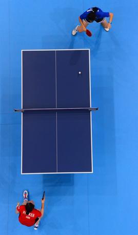 Torneo di ping pong demminile al via: la britannica Joanna Parkercontro la brasiliana Ligia Silva (Afp)