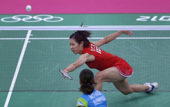 Uno scambio di un match di Badminton tra Sayaka Sato contro la slovena Maja Tvrdy (Ap)