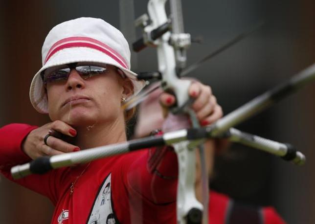 Il danese Luoise Laursen nel quarto di finale di tiro con l'arco (Reuters)