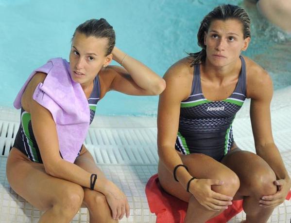 Tania Cagnotto e Francesca Dallape in attesa di esibirsi nel nuoto sincronizzato vasca 3 metri (Ansa)