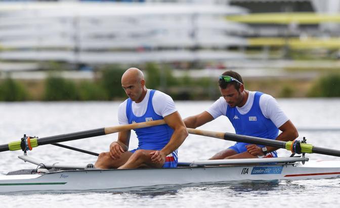 La delusione dei due azzurri del canottaggio, Lorenzo Carboncini (a sinistra) e Niccolo' Mornati. Nella finale del due senza si battono alla pari con i migliori e per oltre metà gara sono in lotta per una medaglia. Alla fine scivolano al quarto posto: oro alla Nuova Zelanda (Afp)