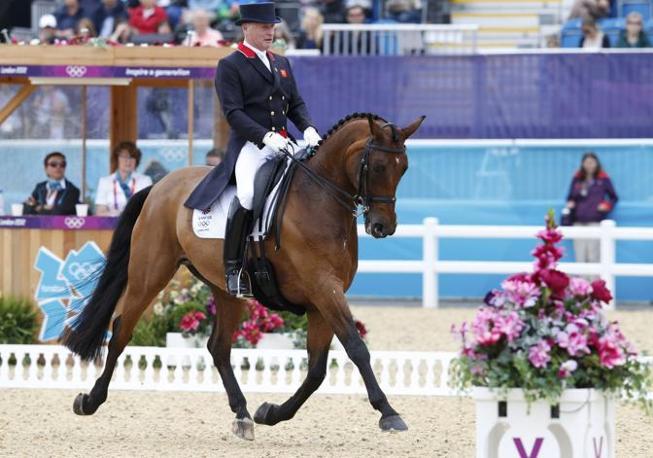 Richard Davison, Gran Bretagna, su Artemis nella seconda giornata dell'individuale di dressage (Reuters)