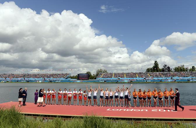 Podio sovraffollato per le ragazze dell'otto di canottaggio. Oro alle americane, al centro, argento alle canadesi, a sinistra, e bronzo alle olandesi, in arancione (Usa Today Sports/Mercer)
