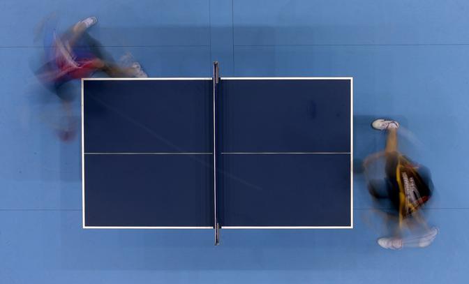 Tempo di medaglie nel singolare maschile di ping pong. Il taiwanese Chuang Chih-yuan  (sulla sinistra) sfida il tedesco Dimitrij Ovtcharov per il bronzo (Ap/Grits)