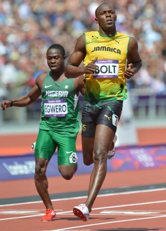 Il giamaicano Usai Bolt passa agevolmente il turno nei 100  (Afp/J. Samad)