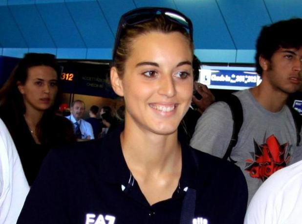 Una raggiante Jessica Rossi dopo l'oro conquistato nella Fossa Olimpica (Ansa)