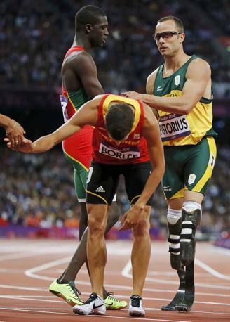 Oscar Pistorius invece è soddisfatto: anche se è arrivato ultimo nelle semifinali dei 400, per il sudafricano è già stato un risultato arrivare fin qui (Reuters)