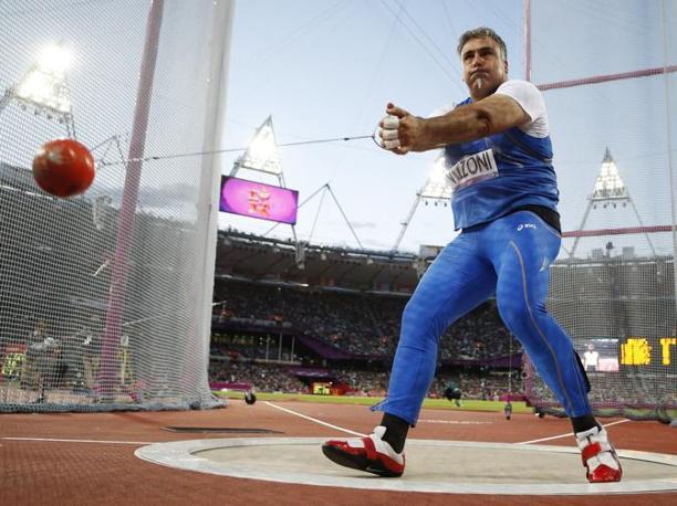 Il gigante italiano Nicola Vizzoni mentre si appresta a lanciare il martello. Arriverà ottavo, mentre l'oro andrà all'ungherese Krisztian Pars (Ap)