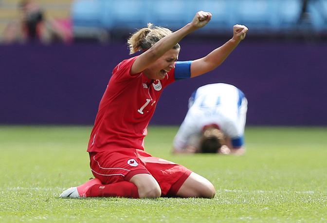 L'esultanza di Christine Sinclair, canadese, per aver vinto il bronzo nel calcio femminile di Londra 2012