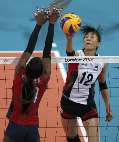 Semifinali volley donne, un momento del match di Corea Sud- Stati Uniti (Reuters)