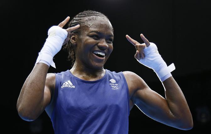La britannica Nicola Adams, oro nella boxe femminile pesi leggeri, prima donna nella storia dell'Olimpiade a vincere una competizione di boxe (Afp)