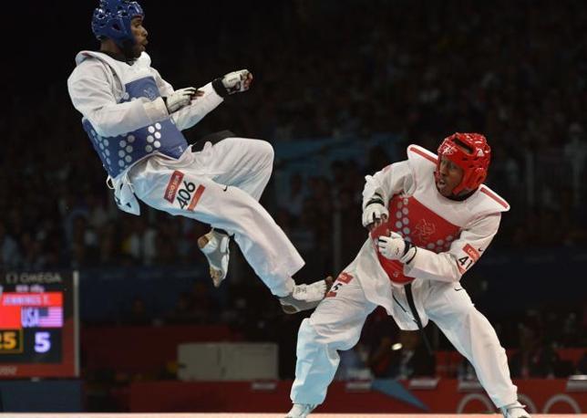 Lo statunitense Terrence Jennings (in rosso)  contro il brasiliano Diogo Silva nella finale per la medaglia di bronzo del  taekwondo (Afp)