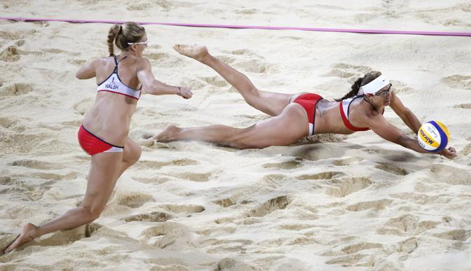 Misty May-Treanor (a destra) e Kerri Walsh Jennings avevano eliminato in semifinale le azzurre Cicognani-Melegari (Ap/Hong)