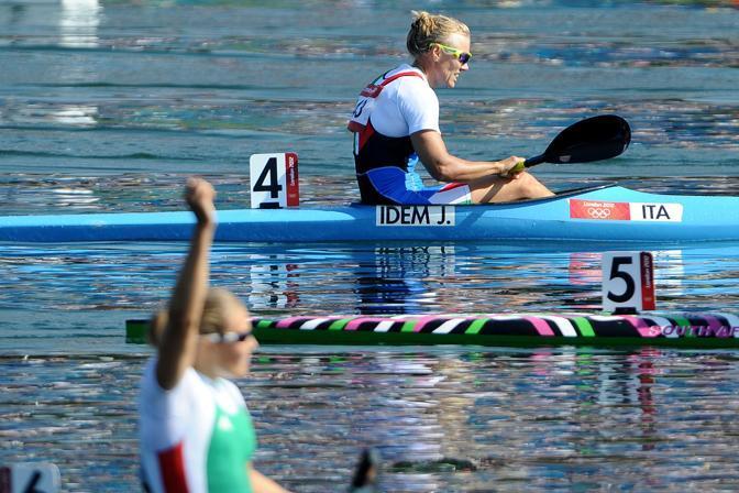 Dopo una partenza lenta, a metà gara la Idem ha iniziato una progressione che l'ha portata a lottare per il bronzo negli ultimi 200 metri, ma nel finale l'azzurra non ce l'ha fatta (LaPresse)