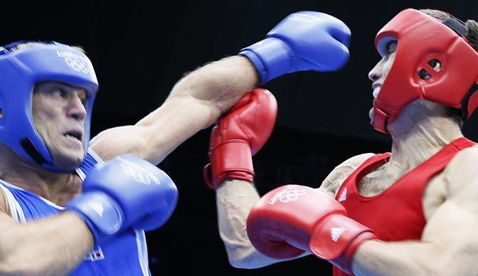 Dopo aver sofferto anche nel secondo round, perso per 6-4 (totale: 9-6 per l'azero), arriva la clamorosa rimonta di Clemente Russo (Afp/Guez)